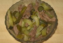 Салат каприз рецепт с мясом и огурцом